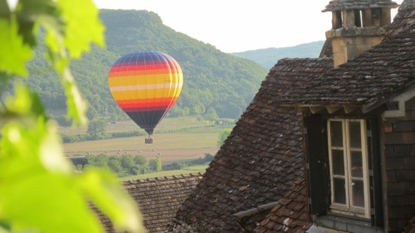 Mongolfiere in Dordogne the place of residence Martin Waker Le bugue